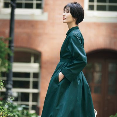 ドレスコートは母行事に最適!光沢&ウエスト絞りがエレガント【明日のコーデ】