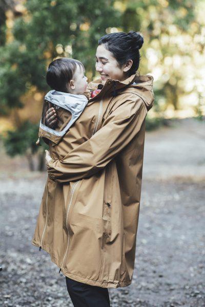 産後もパパと使える!「ザ・ノース・フェイス」のマタニティレインコート