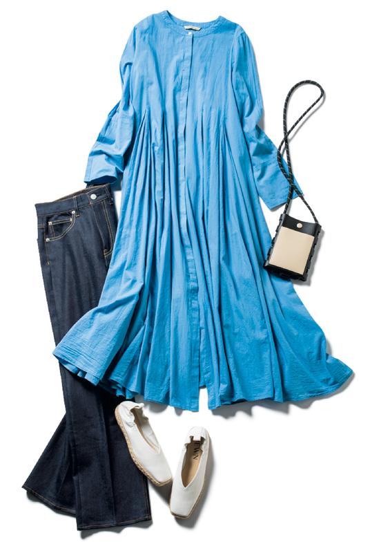 ブルーのシャツワンピ×デニムコーデ