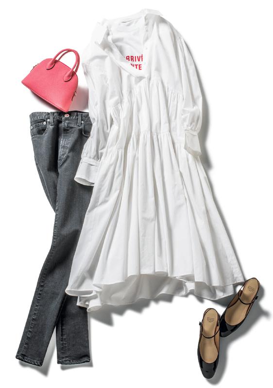 白のシャツワンピ×ブラックデニムコーデ