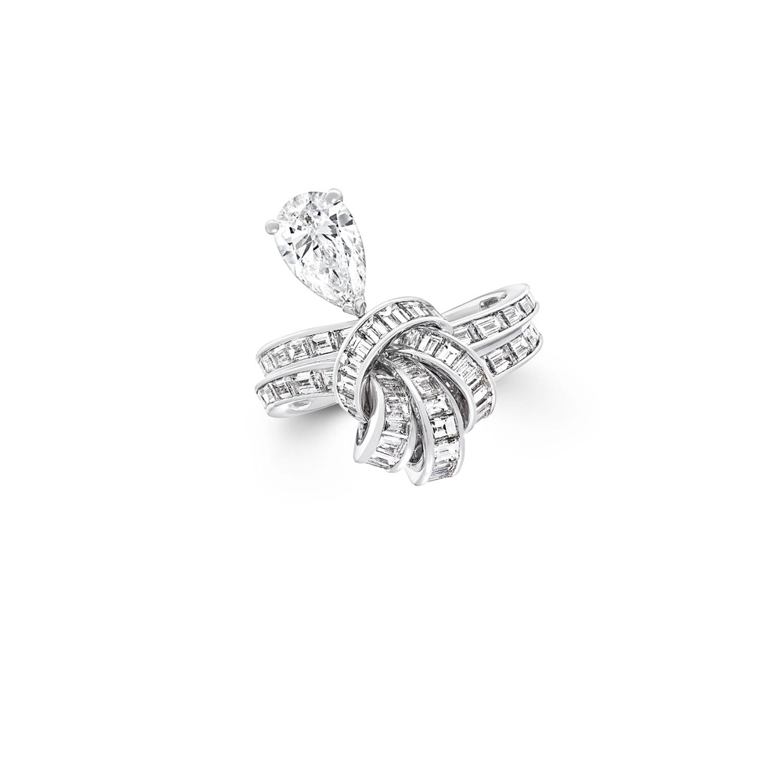 「ティルダズ ボウ」バゲットカット ダイヤモンドドロップ リング