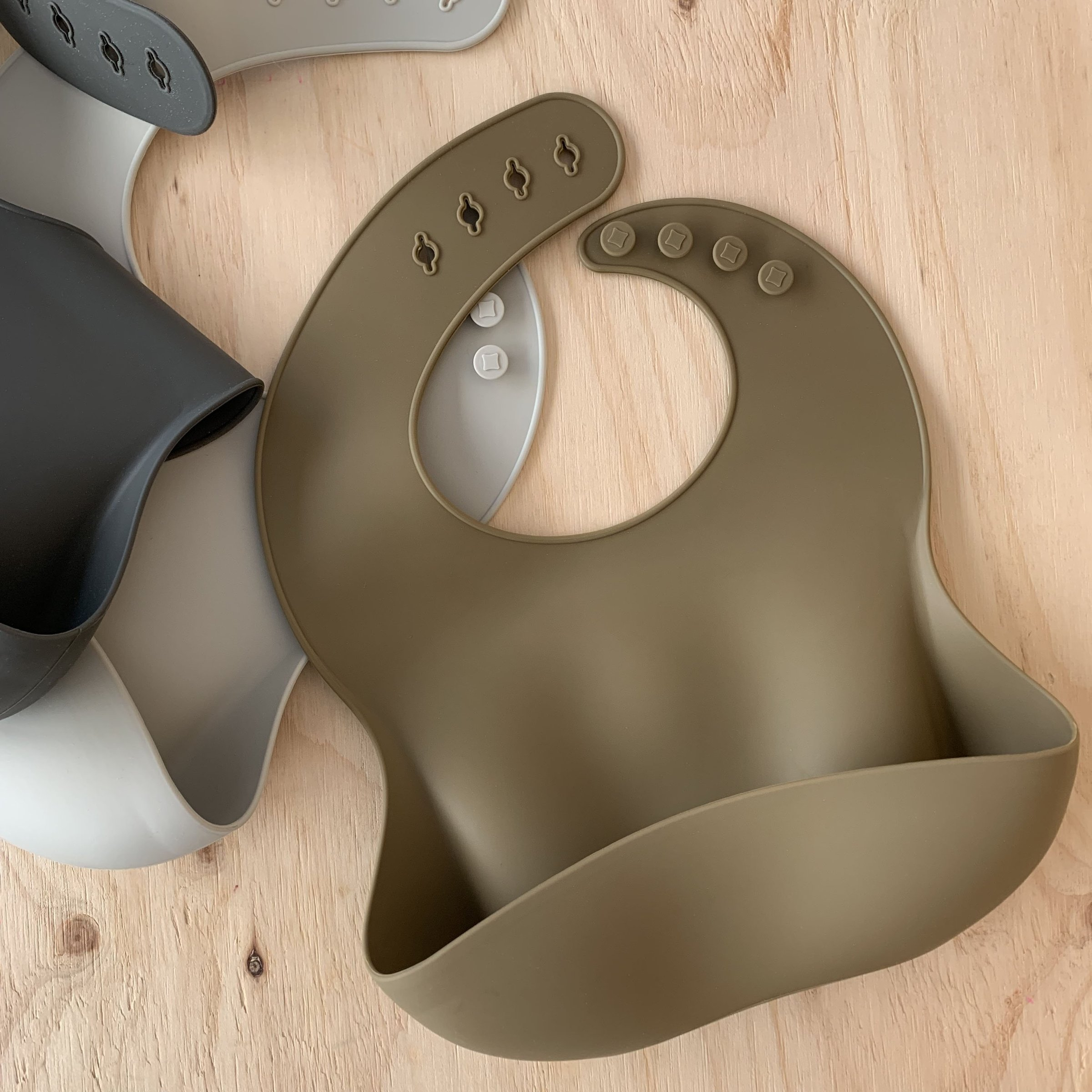 Rommer/silicone bib (olive) / ¥2090(税込)