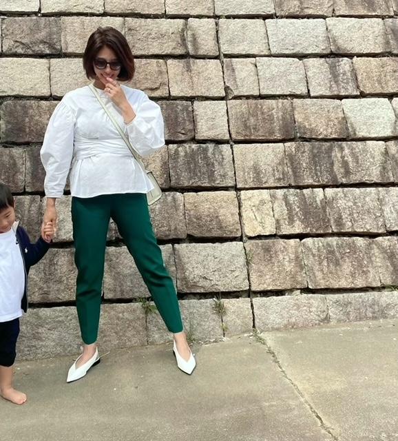 妊娠9カ月のマタニティ服を使わないZARA(ザラ)のカラーパンツコーデ読者実例