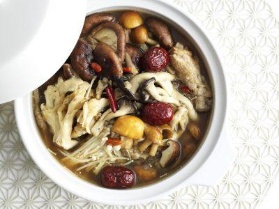 """""""菌活""""もできて、美肌とダイエットの味方「薬膳風きのこ鍋」"""