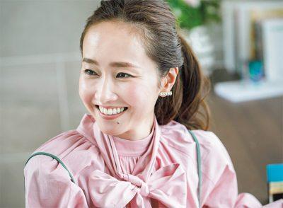 「甘服×ひっつめヘア」が可愛い理由!ファッションディレクター・菱田恭子さんの魅力