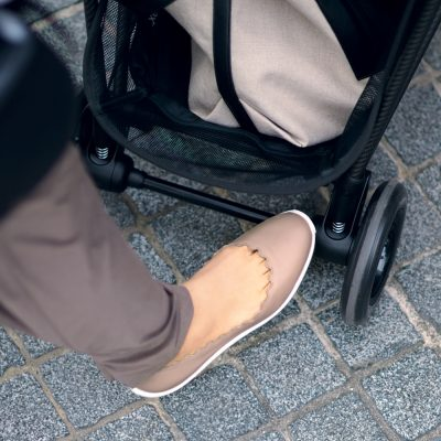 「クロエのぺたんこ靴」が乳幼児ママの強い味方と話題!