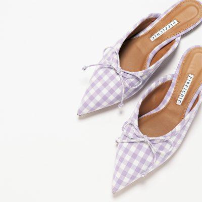 ぺたんこ靴×ギンガムチェックの組み合わせは大人可愛い派に◎
