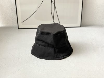 【ZARA】の「黒バケハ」が使える!普段着コーデが見違える