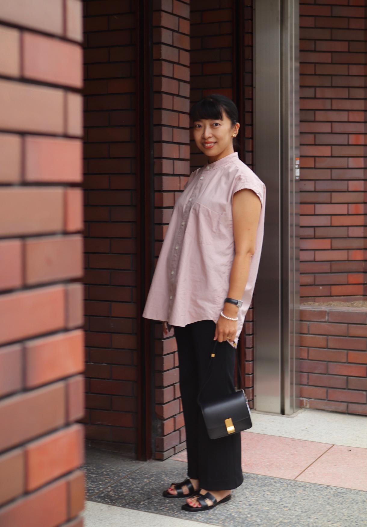 マタニティパンツを使わなない妊娠6か月のマタニティコーデ。ブラウス(シャツ)×黒のゴムパンツ2