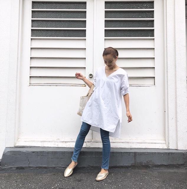 妊娠8カ月、H&Mのマタニティ用スキニーデニム×白ブラウスの夏のマタニティコーデ