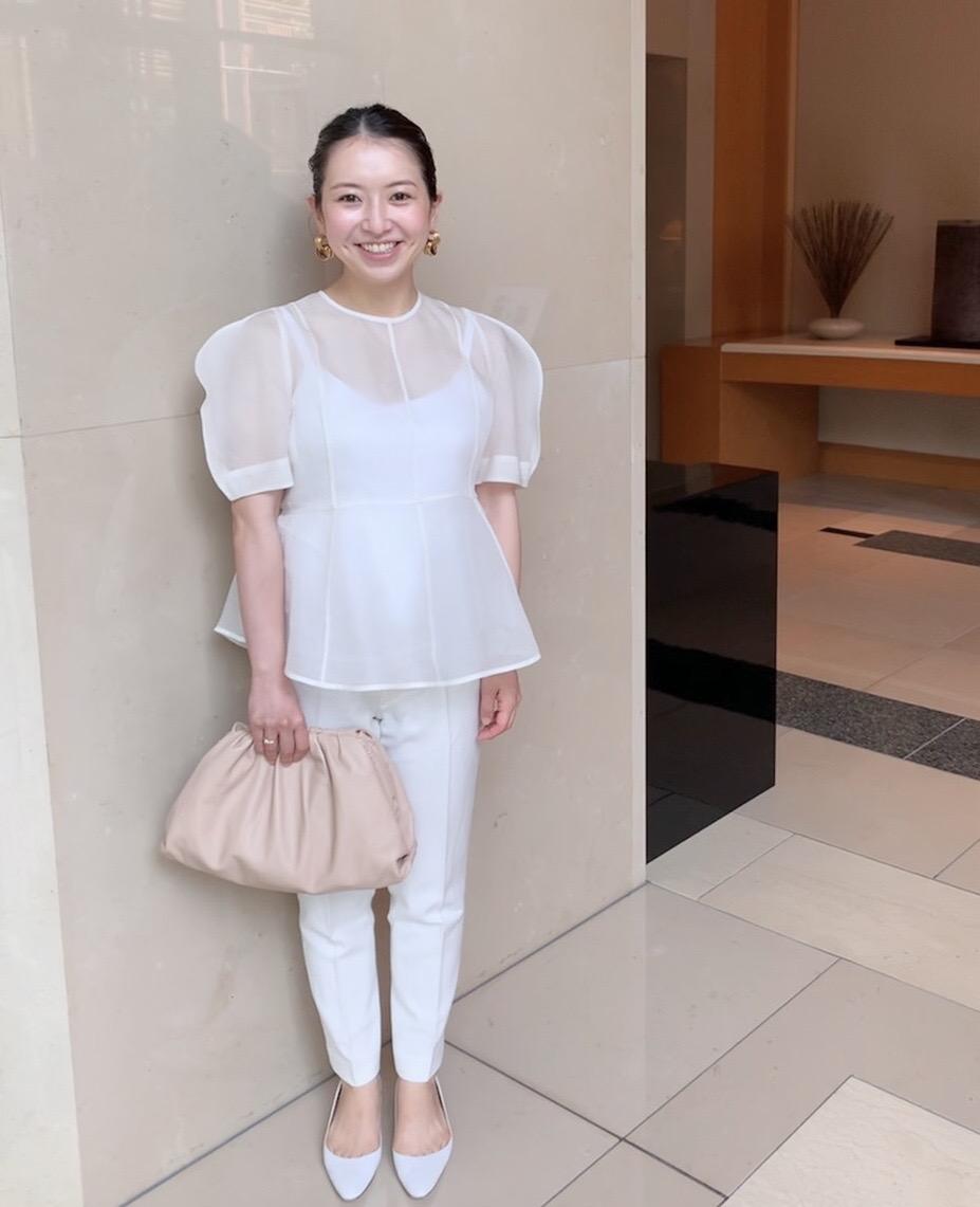 妊娠8カ月、ANGELIEBE(エンジェリーベ)のマタニティ用白パンツ×白ブラウスの夏のマタニティコーデ