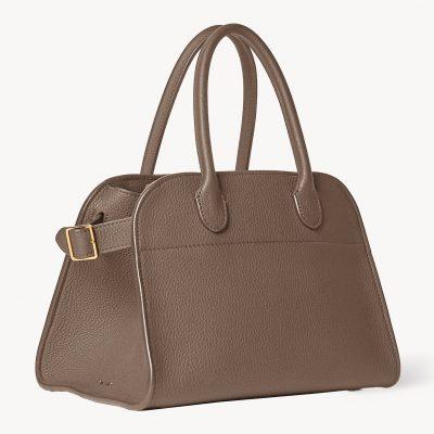 今さら聞けない!「ザ・ロウ」人気のバッグ、シューズが買えるのは?
