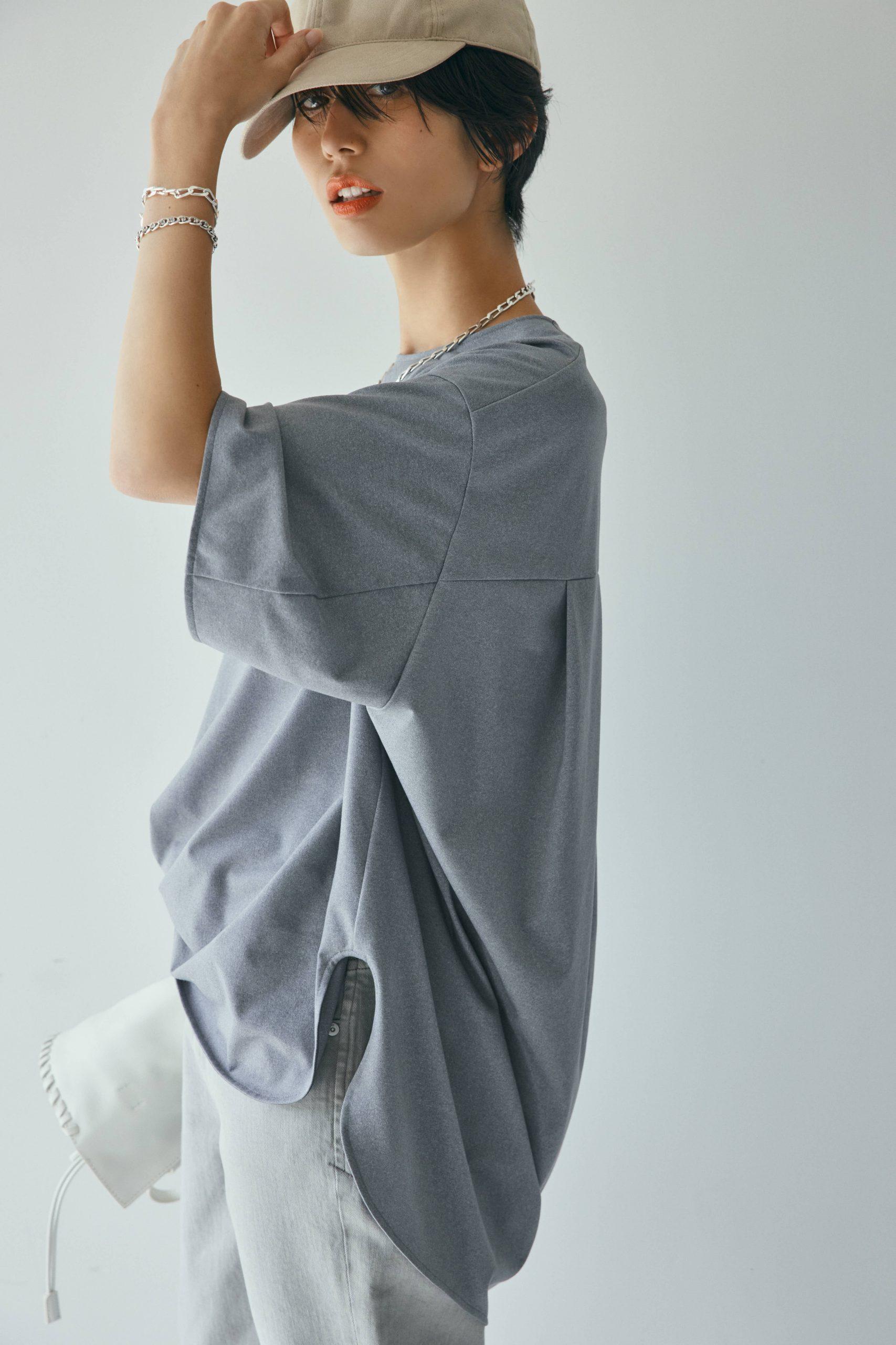 神山まりあ×RIVE DROITE(リヴドロワ)のコラボTシャツを私服コーデで。グレーTシャツ1