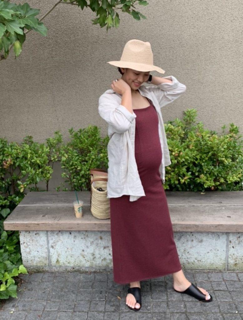 妊娠7カ月のワンピース×シャツの夏のマタニティコーデ。