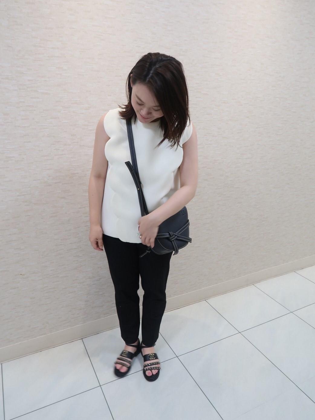 妊娠7カ月のマタニティのマタニティコーデ。YOKO CHAN(ヨーコチャン)のトップス×UNIQLO(ユニクロ)のマタニティパンツ。