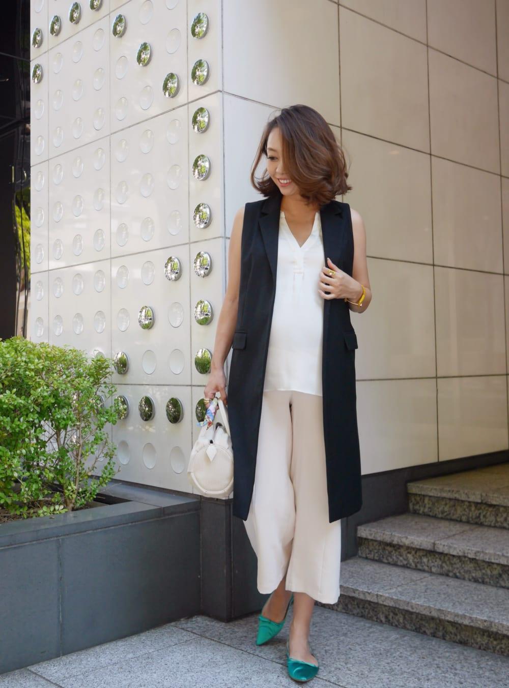 韓国のブランドのマタニティパンツを使った×ジレのオシャレな妊婦さんの春夏のマタニティコーデ