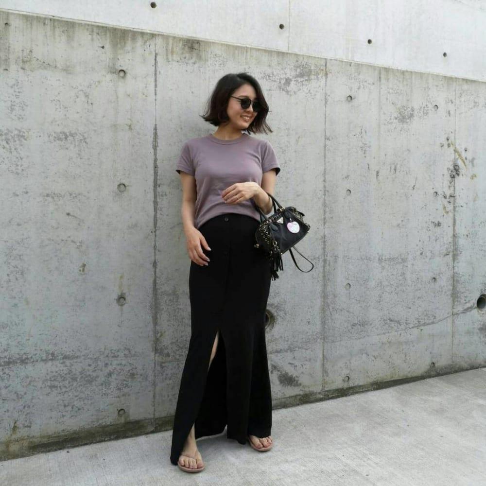 妊娠8カ月のASOS(エイソス)のスリットスカート×ユニクロUのTシャツの夏のマタニティコーデ。ィコーデ