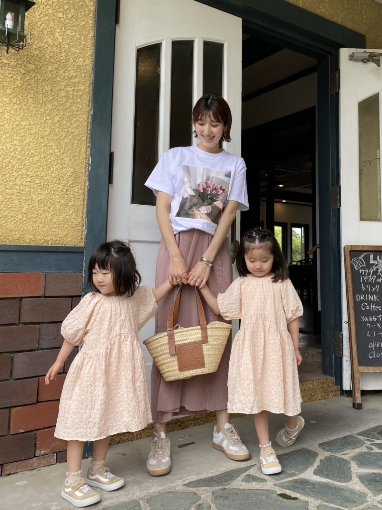 【妊娠8カ月】のプリーツスカートコーデは着痩せ効果も!