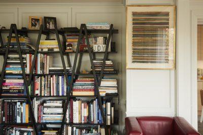 起業家・マニヤン麻里子さん センス溢れる自宅で名作家具とアートを拝見