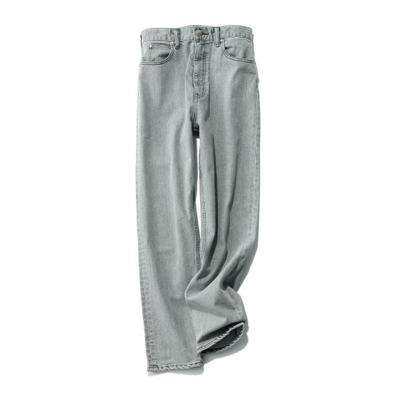 灰色パンツ