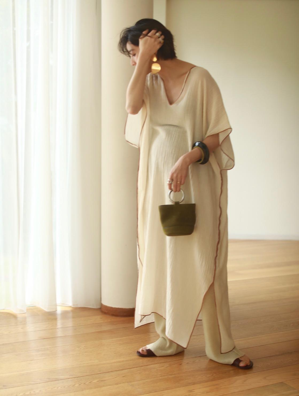 妊娠9カ月の吉田怜香(よしだれいか)さんのワンピース×レギンスの春夏のマタニティおしゃれにおすすめのコーディネート。