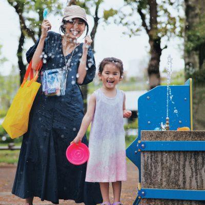 水濡れOKのオシャレ服!「撥水ワンピース」完全防備の公園コーデ