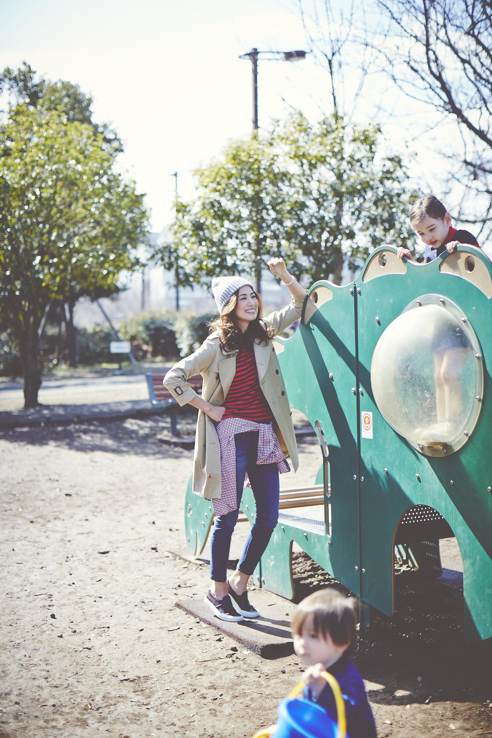 東原亜希 公園 ファッション