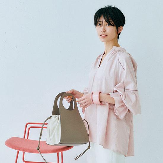 ピンクシャツスタイル 夏 通勤服 コーデ