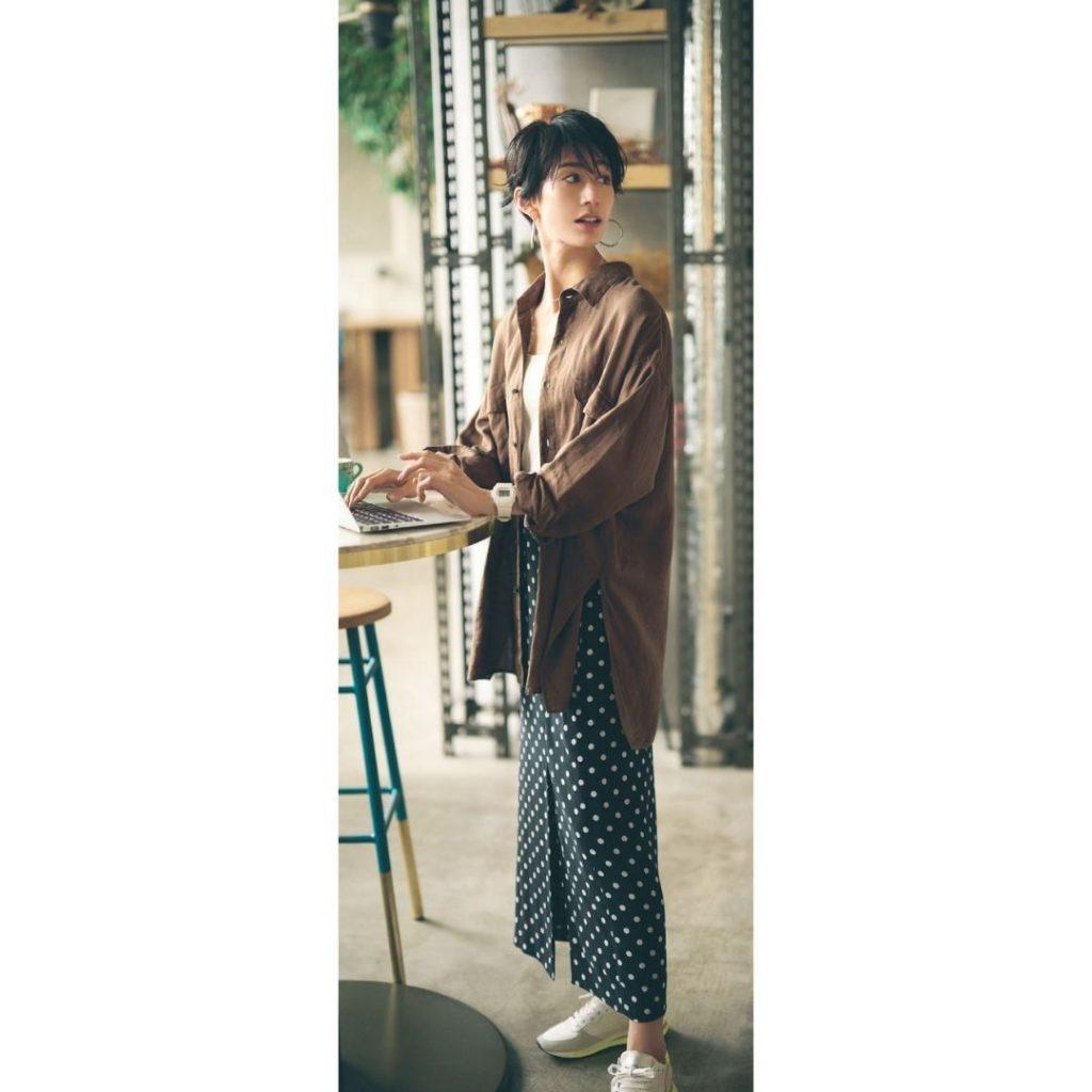 ロングシャツ×ドットスカートスタイル 夏 通勤服 コーデ