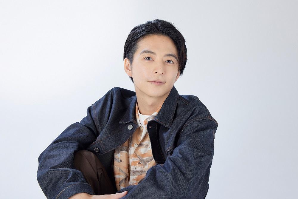 俳優・小池徹平さんインタビューにて近影。子ども(息子)たちと観ていた番組の映画化に出演して。