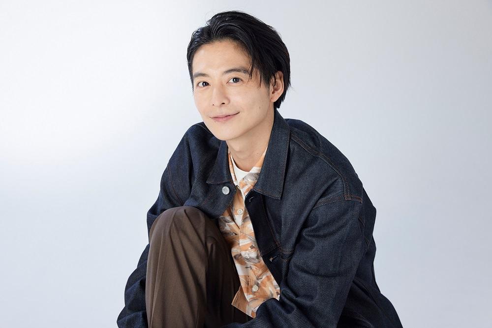 俳優・小池徹平さんインタビュー近影。子育ては「このピンチどう乗り切る?」の連続です。
