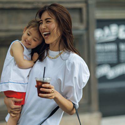 """きれいめに際立つ「白トップス」7選!乳幼児ママの""""白い服""""最新事情"""