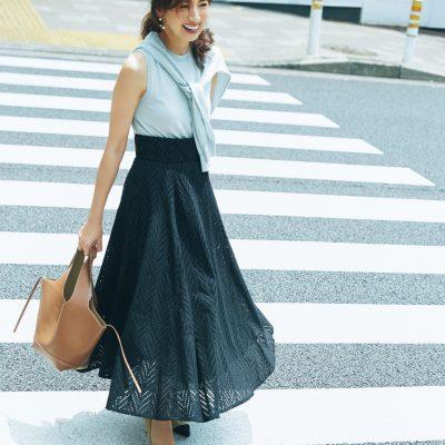 差がつくモノトーンコーデは「ロングスカート」が新鮮!