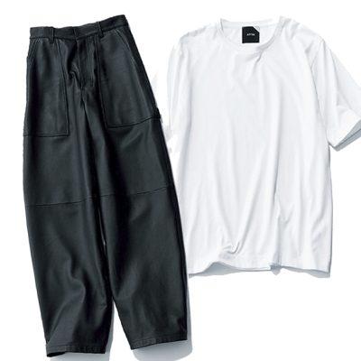 モノトーンが10倍こなれて見える「ゆる白T×黒太パンツ」コーデ