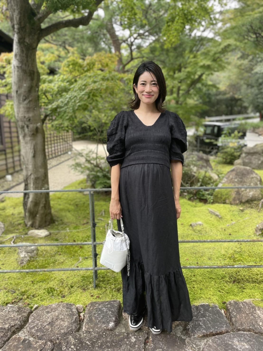 おしゃれな妊婦さんの妊娠9カ月秋のマタニティワンピースコーデ