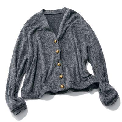 「きれいめカーデ」はボタンがポイント!ジャケット未満のデザイン3選