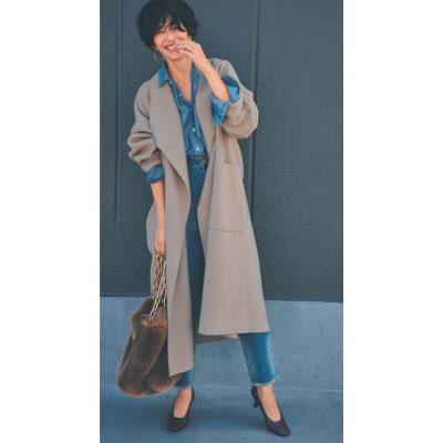 「デニム」を品よく格上げ!リッチ素材のコートで大人の着こなし